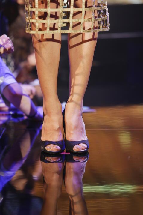 Vestida de la diseñadora Nathalie Kriado y accesorios de Bissuterie.