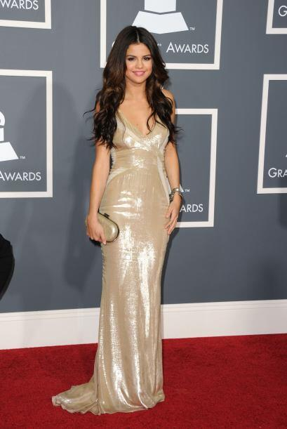 Su 'look' consistió en un vestido largo de color 'champagne' de J. Mende...