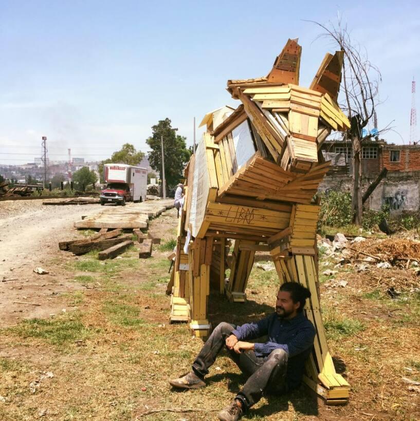 Resultado de imagen de Esta obra de arte ayudará a guiar a los migrantes que cruzan por México