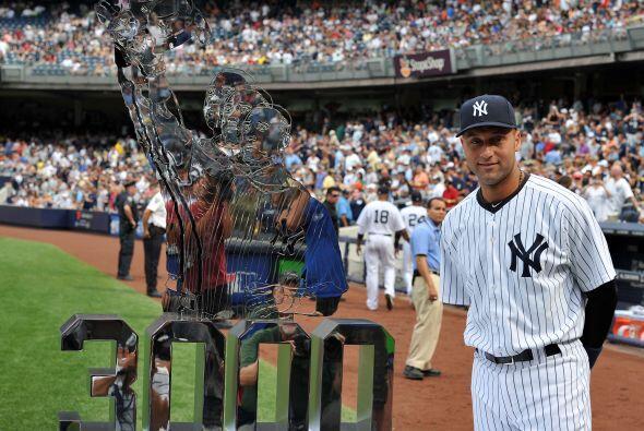 Derek Jeter recibió un reconocimiento por llegar a los 3,000 hits...