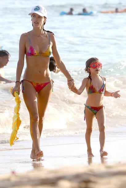 Los días que está pasando con su mami Alessandra en Honolulu los ha disf...