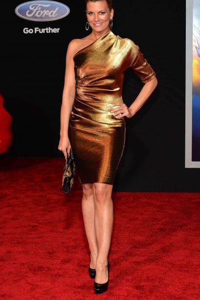 Courtney Hansen, con tono bronce en el vestido y en su piel, sexy, sexy,...