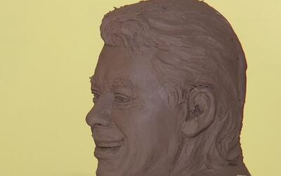 Recogen miles de llaves para crear una escultura de Juan Gabriel