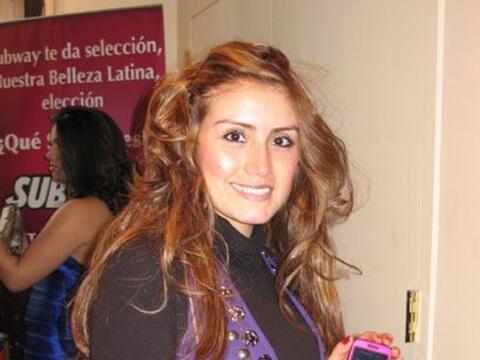 En las filas de las audiciones de Nuestra Belleza Latina esperan chicas...