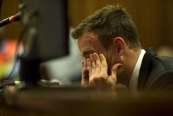 El atleta sudafricano, Oscar Pistorius, está en problemas con la...