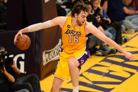 31. Los Ángeles Lakers  Valor: $1 mil millones.  Dueño: Famila Buss, Phi...