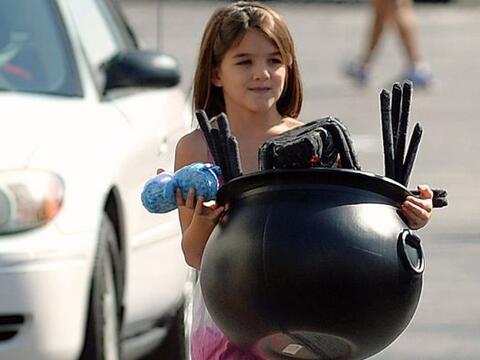 Katie Holmes y su pequeña Suri se preparan para pasar una incre&i...