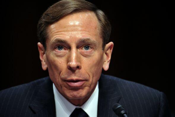 Noviembre 9- El director de la Agencia Central de Inteligencia (CIA), Da...