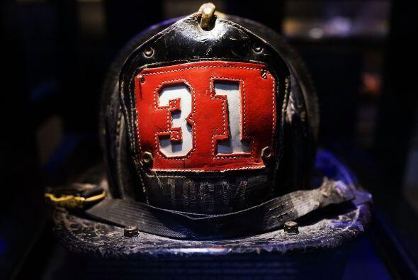 El casco de un bombero que atendió la emergencia del 9/11 permanece en e...