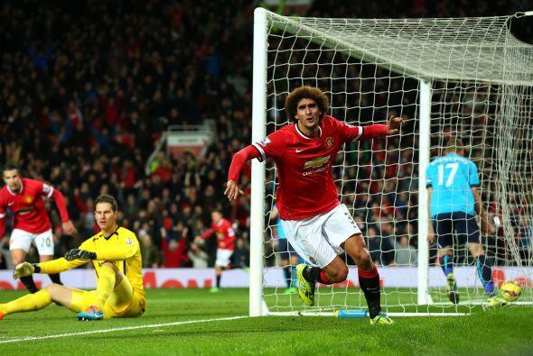 Con goles de Marouane Fellaini y Juan Mata, el Man-U se impuso 2-1 ante...