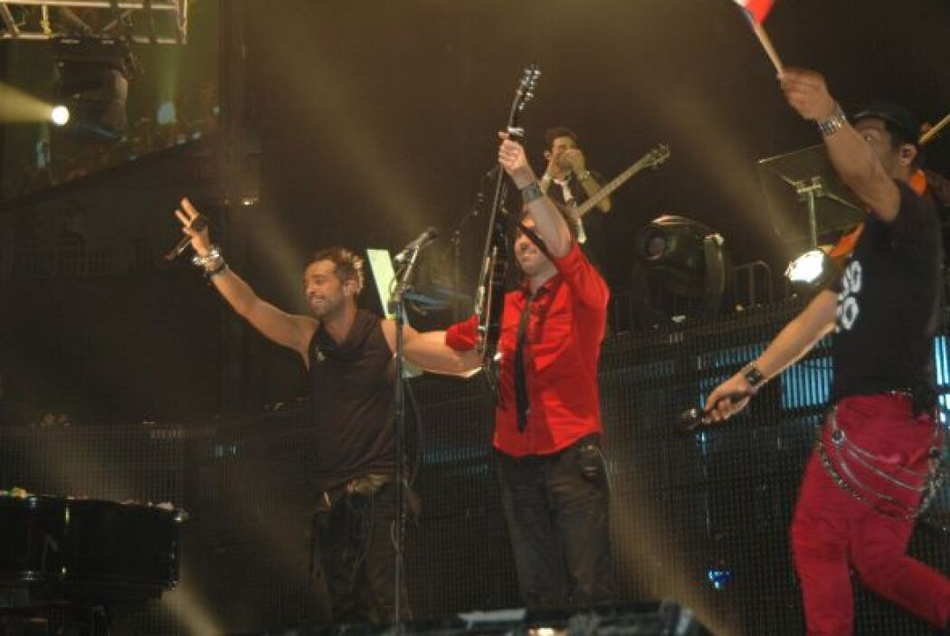 """Y cual promesa indestructible, este trío aseguró a su público: """"Puerto R..."""