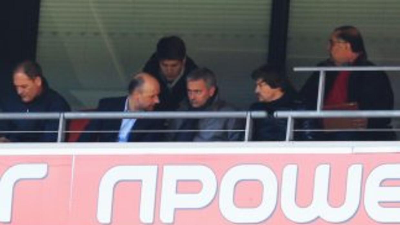 Se ve aMourinho en el partido en Wembley que decide el ascenso a la 'Pr...