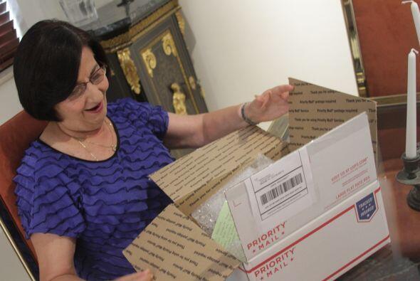 Días después en Nueva York… Mi tía María recibe la caja. Fue una sorpre...