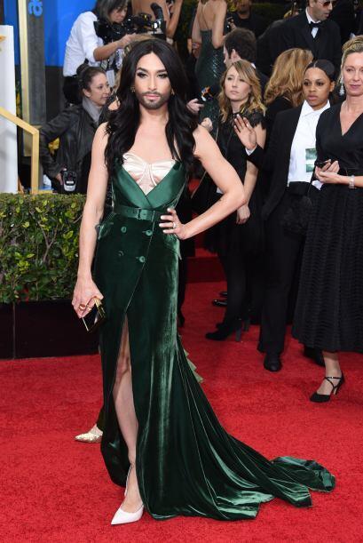¡Bienvenida a Hollywood, Conchi! La controvertida modelo y cantante de 2...
