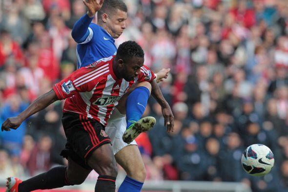 La mitad de campo cuenta con el futbolista de Benin Stephane Sessegnon.
