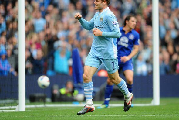 El 'City' superó 2 a 0 al Everton y se mantiene bien arriba de la tabla...