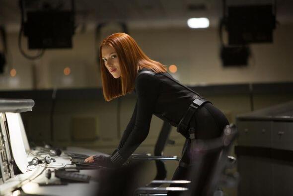 En esta ocasión Chris Evans comparte créditos con Scarlett...