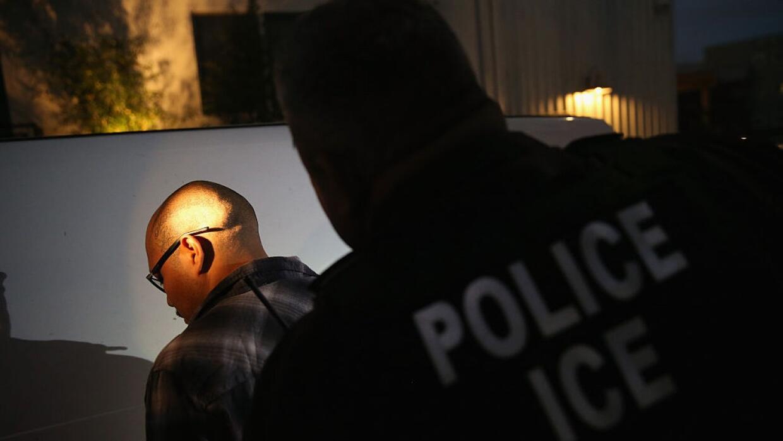 En un minuto: ICE reiniciará redadas contra indocumentados