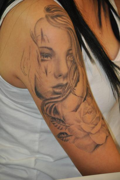 En relación al cuidado de la herida después de un tatuaje recomiendan qu...