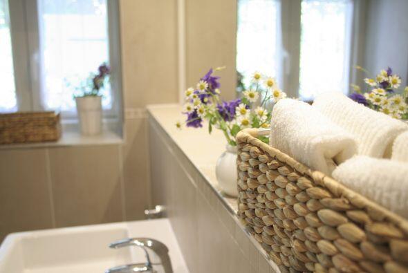 Canastas por doquier. ¿Por qué guardar solo una toalla en donde puedes c...