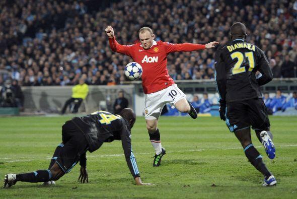 Wayne Rooney pasó apuros para causar cierto peligro.