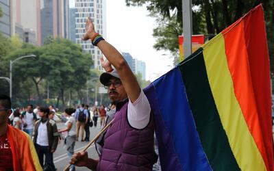 El matrimonio homosexual divide México: escuche lo que opinan partidario...