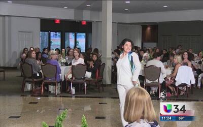 Desfile de modas en Atlanta reconoce a mujeres con cáncer