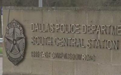 Disparan una ráfaga de balas contra una estación de la policía de Dallas