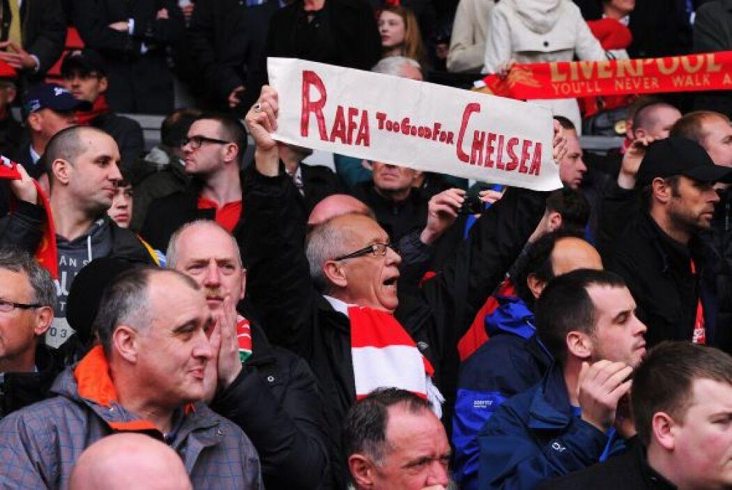 Los aficionados de los 'Reds' mostraron su cariño a su ex entrenador Raf...