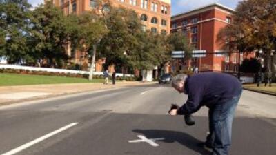 Reaparece la X en el punto donde murió JFK. Foto de Dallas News.