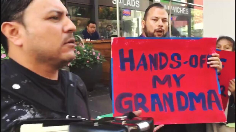 Una madre y una abuela, enfrentan la deportación y todo por un error de...
