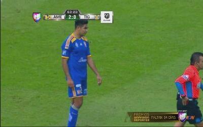 Darío Burbano es expulsado por derribar a Miguel Layúny deja con 10 hom...