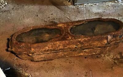 El ataúd con la niña Miranda desenterrado de una cochera.