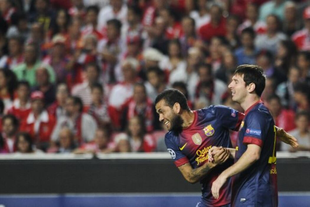 Varios de los jugadores barcelonistas también felicitaban al argentino p...