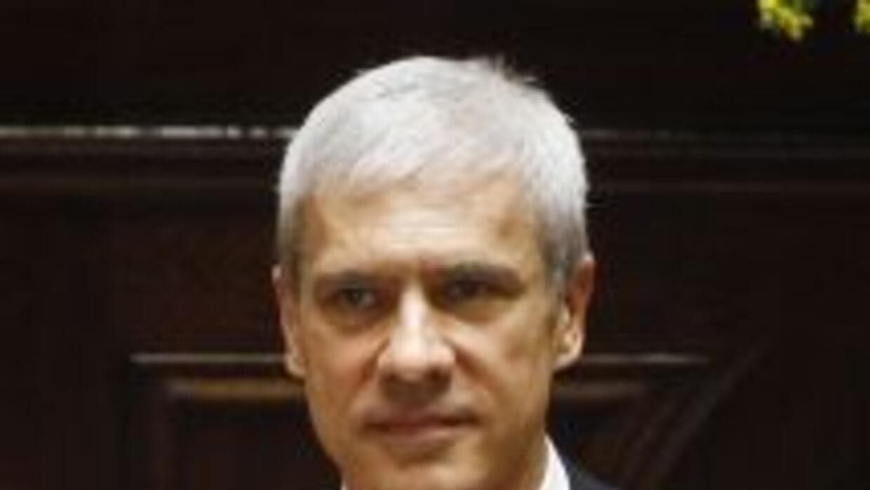 El presidente de Serbia, Boris Tadic, renunció a su cargo para postulars...