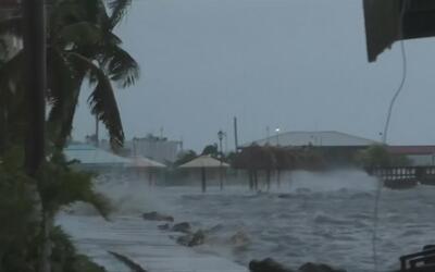El huracán Earl se degrada a tormenta tropical tras tocar tierra en Belice