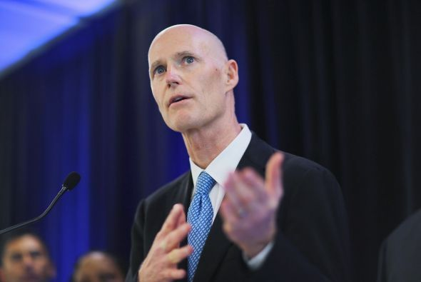 El gobernador de Florida, Rick Scott, procedió este jueves a la firma de...