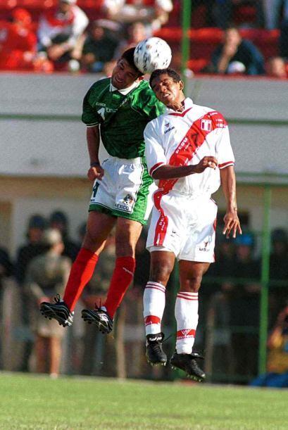 Ahora el objetivo fue Rafael Márquez, quien volvió a enfre...