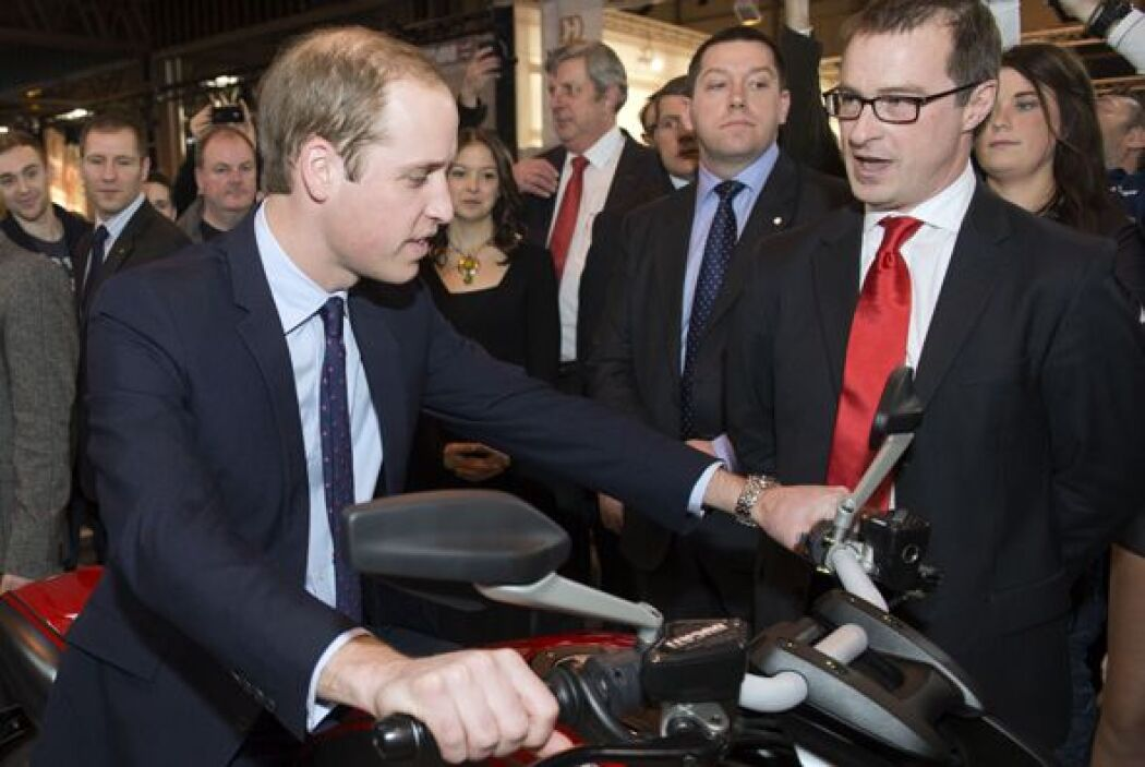 William estaba encantando con este modelo Ducati. Mira aquí los videos m...