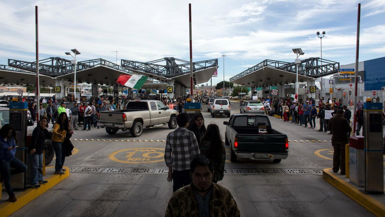 Desabastecimiento total de gasolina en algunas zonas de la frontera mexi...