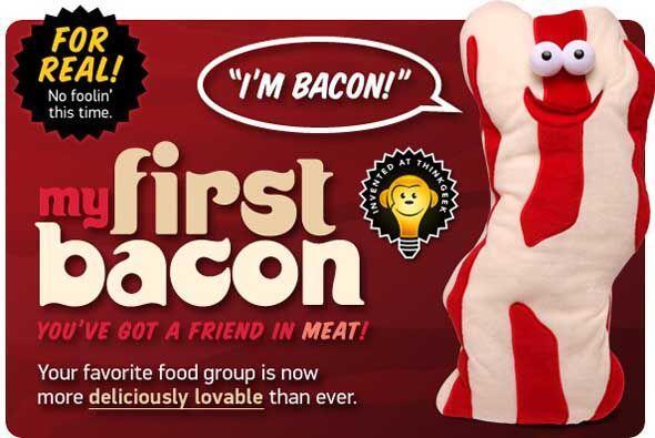 Think Geek Plush Bacon (2010) - Think Geek tiene una tradición anual de...