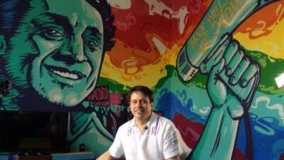 Simón Cazal, en la sede de SomosGay.