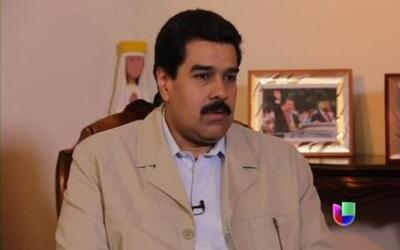 Maduro amenaza con expulsar a medios extranjeros