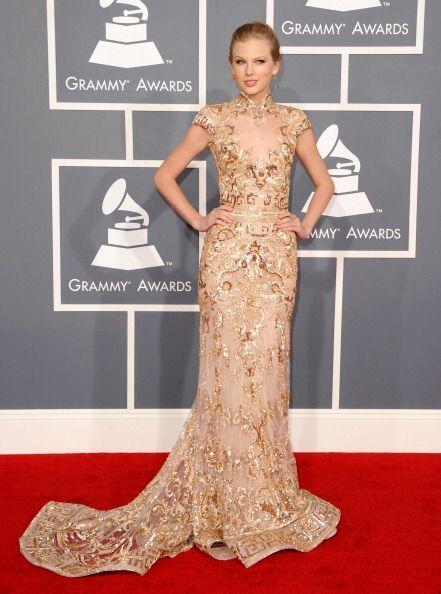 Con un estilo y elegancia únicos apareció este año en los Grammy con un...