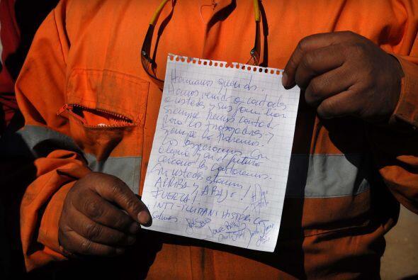 La comunicación entre los mineros y sus familiares alimentan el e...