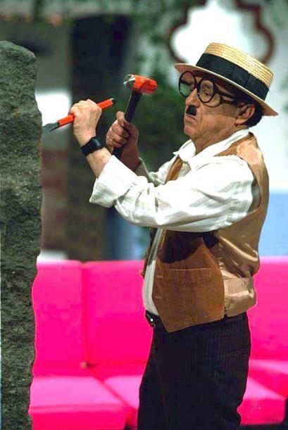 Roberto Gómez Bolaños grabó un total de 1278 episod...
