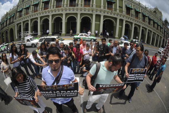 El 9 de junio pasado, hostigados por informantes de gobierno, periodista...
