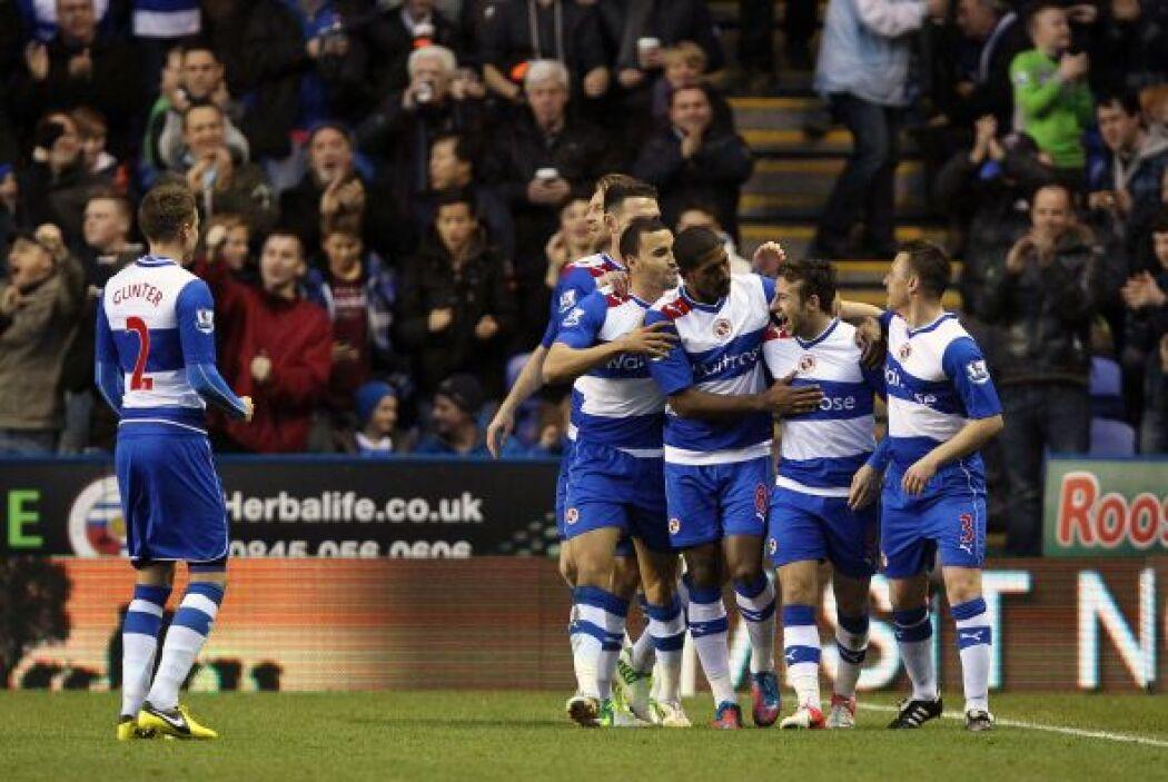 Adam Le Fondre le dio la victoria al Reading sobre Everton por 2-0.