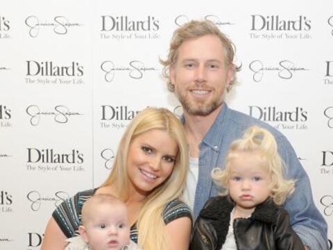 Qué linda familia, ¿no crees?Mira aquí los videos m...