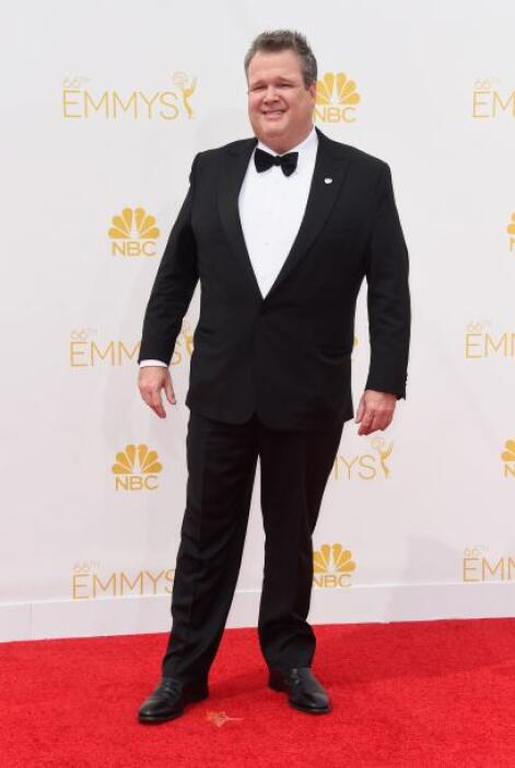 Eric Stonestreet muy sonriente durante toda la alfombra roja.